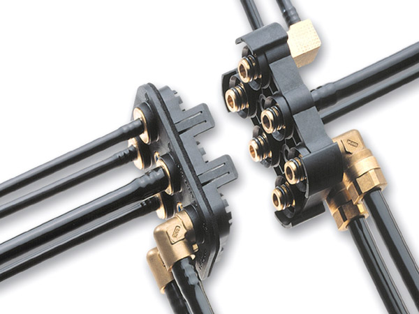 Multi-connection for compressed air brake and auxiliaries