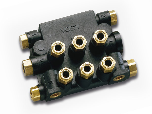 Nylon manifold for compressed air auxiliaries, with VOSS quick connect system 203